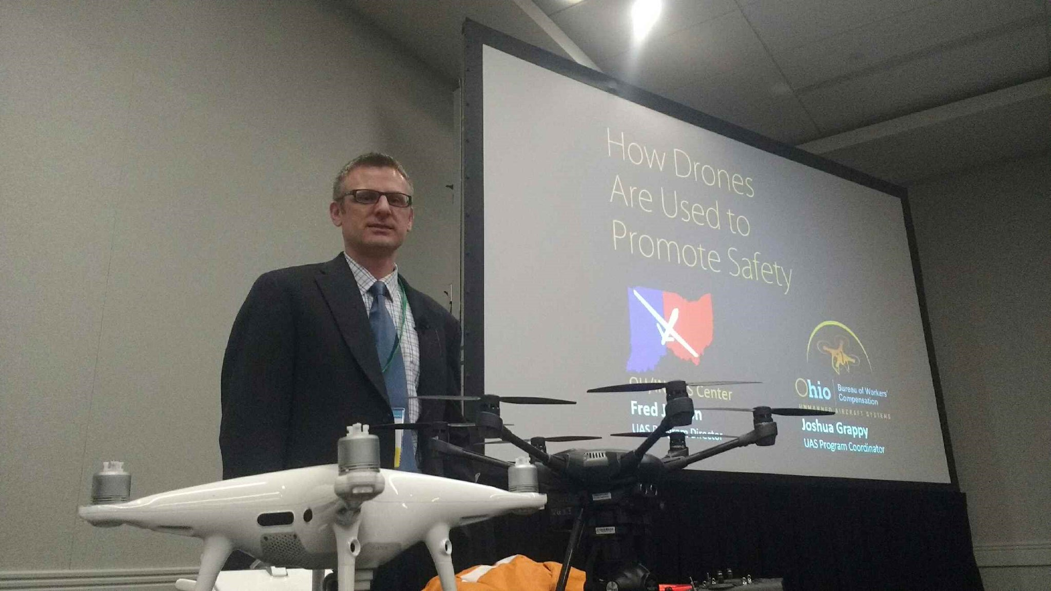 #OSC17 session 5226: How drones are used to promote safety. Covered how drones augment dangerous work performed by humans. https://t.co/C664eH5TNo