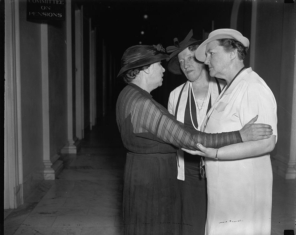 A special committee chair huddle in 1937. #WomensHistoryMonth #HistoryBlog #LOC https://t.co/u7tnQgldTs https://t.co/14F2ihzgYy