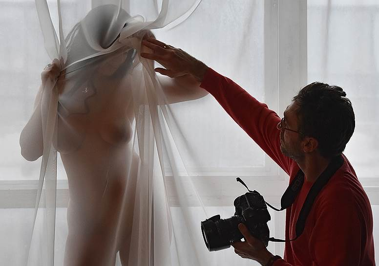 фотограф женщина снимает обнаженных девушек ясен путъ