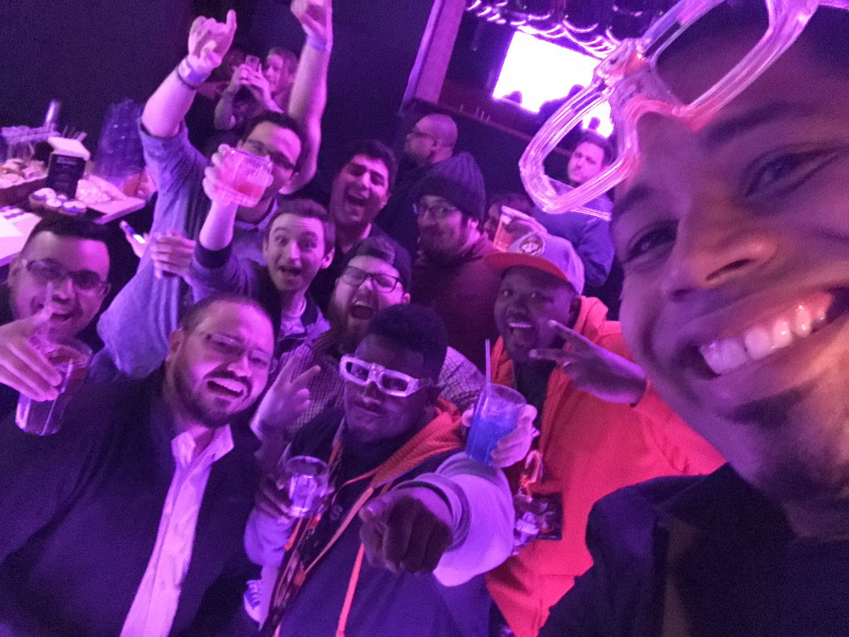 When the bartender jumps in and takes the photo with you! Good times at the Twitch party. :D #PaxEast2017 https://t.co/M5HzbbBGSt
