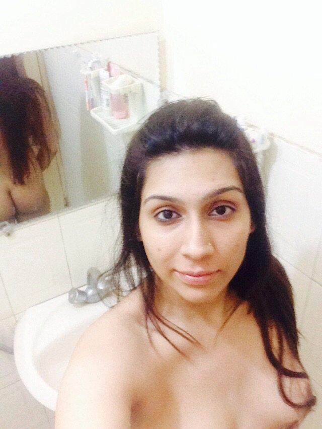 Nude Selfie 10836