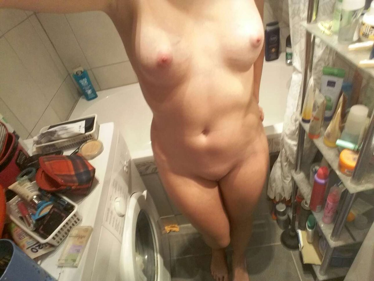 Nude Selfie 10841
