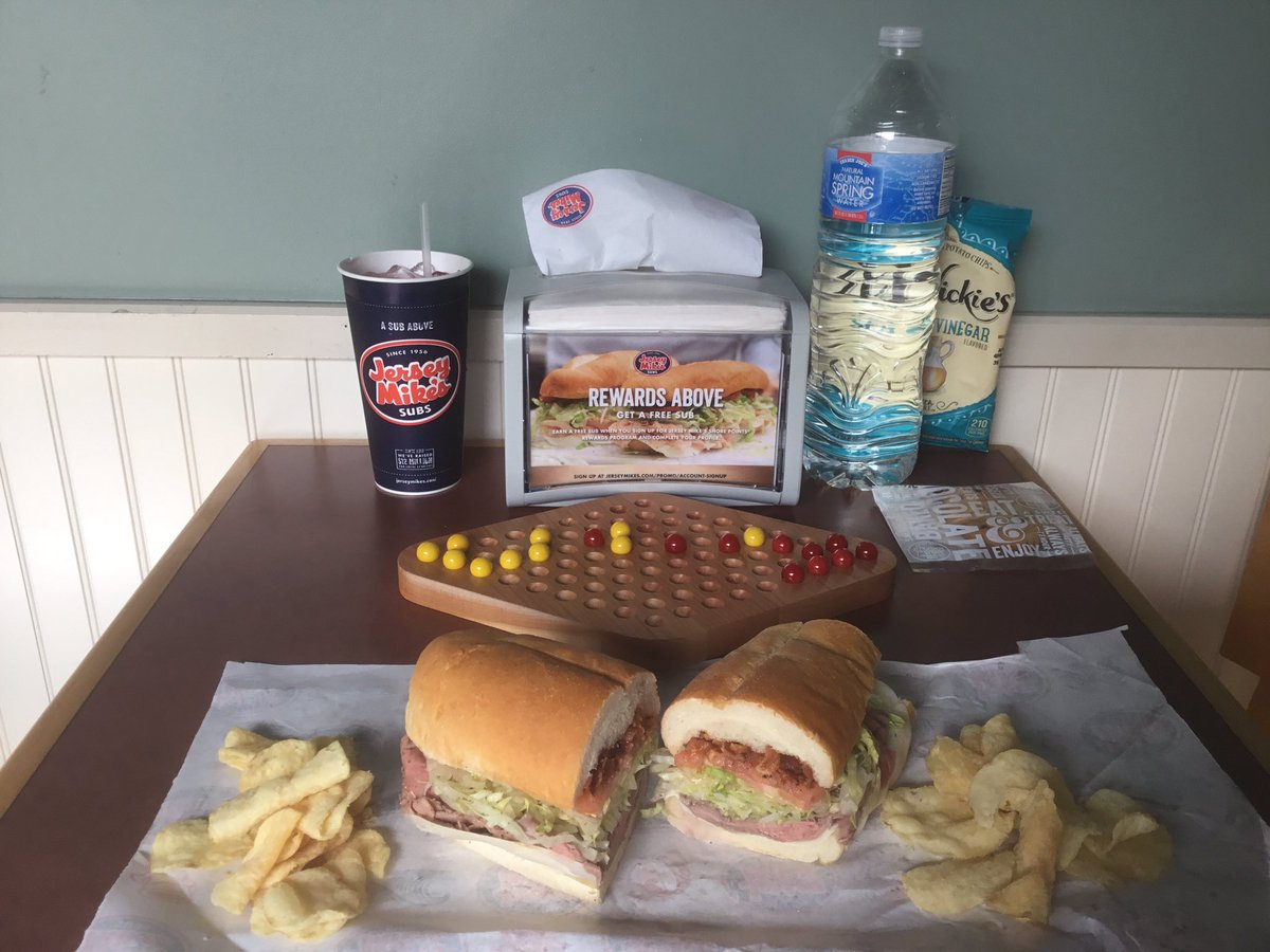 Stern-Halma for lunch with a side of roast beef sandwich and chips.  #halma #sternhalma #gamingtogo #jerseymikes<br>http://pic.twitter.com/ymp4hV87km