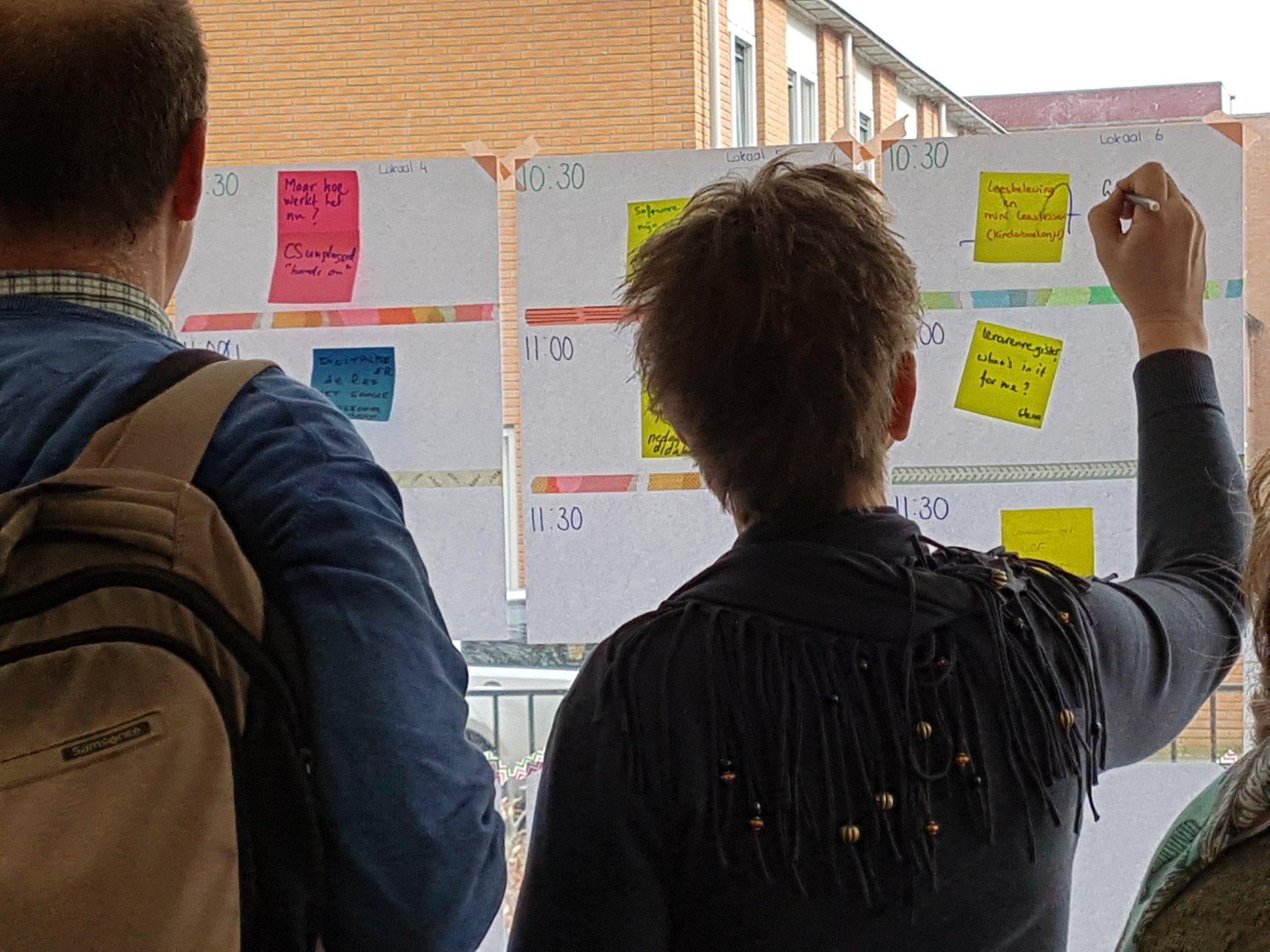 Mijn presentatie bij @edcampNL staat op het bord. Zo ga ik vertellen over leesbeleving, mini leeslessen en kinderboekenjuf.nl 😊 https://t.co/esT2phlOKi