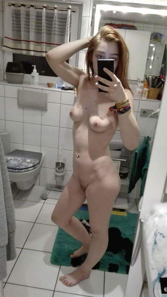 Nude Selfie 10885