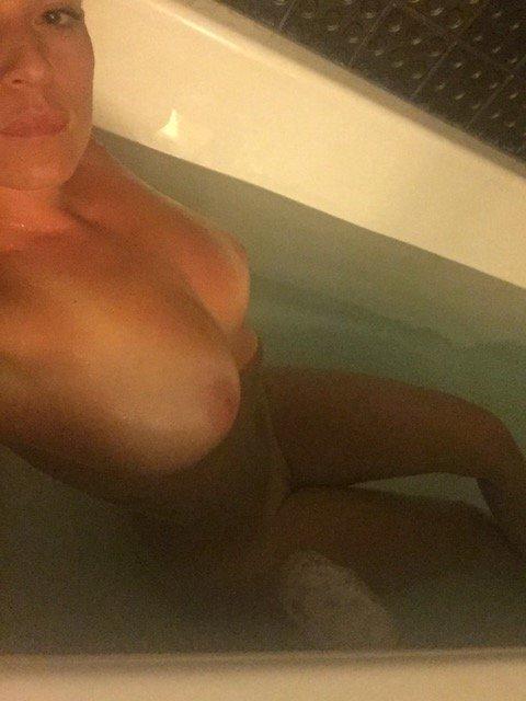 Nude Selfie 10923