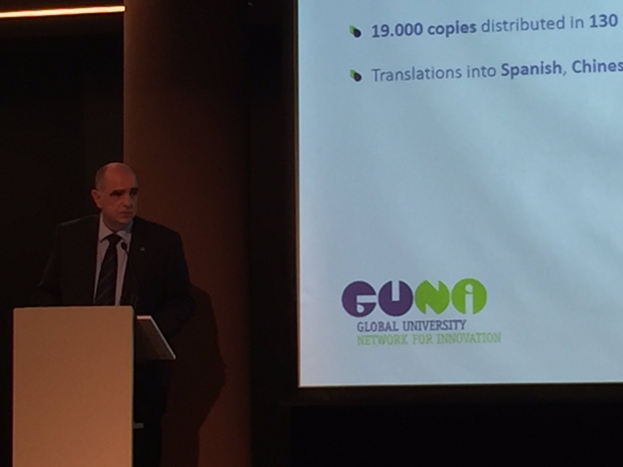 Presentació del 6è Informe Mundial en Educació a càrrec del seu director acadèmic @x_grauvidal #GUNIReport https://t.co/Tf3Bhpc4JK