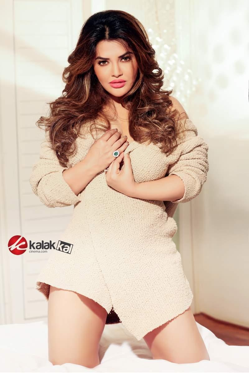 "Kalakkal Cinema on Twitter: ""Actress #KhushiGadhvi Photo ..."