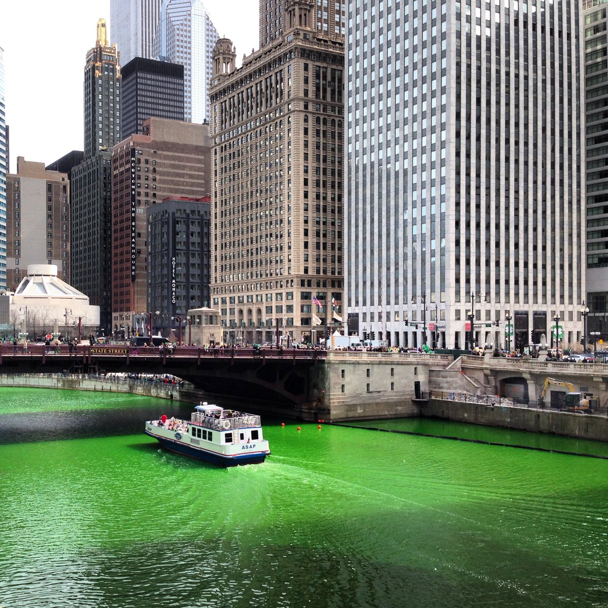 We're ready! The Chicago River, mimicking the beauty of the Irish Sea, is officially green! https://t.co/pi4QybNUJD