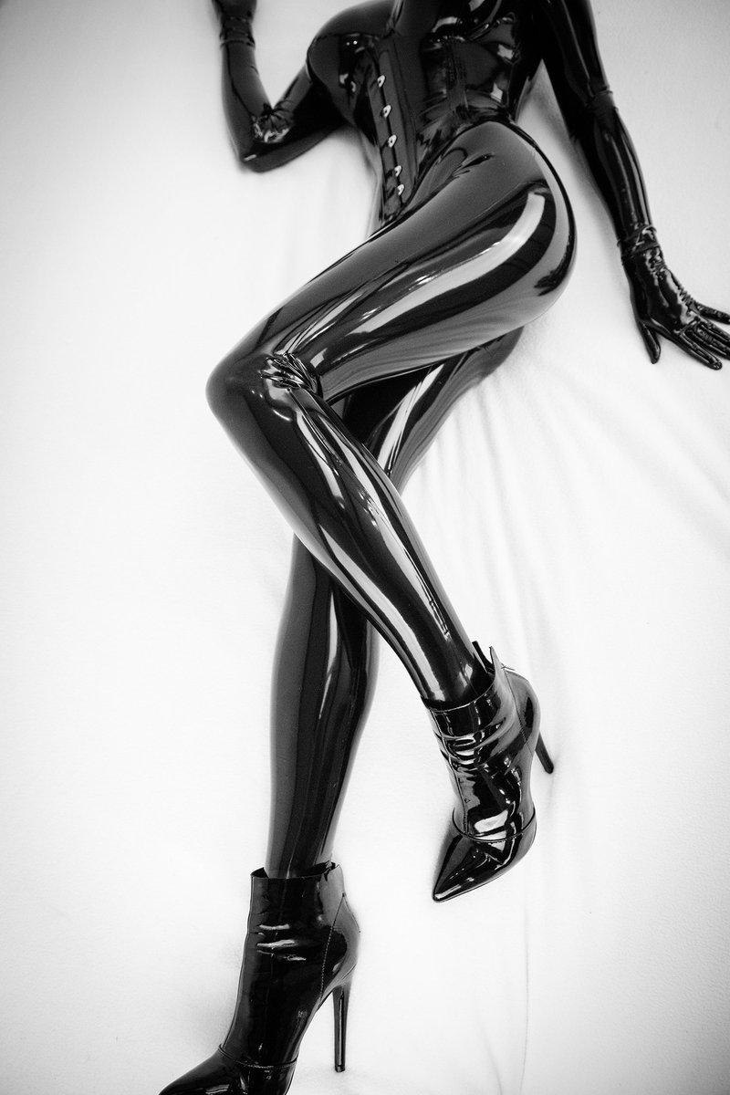 Fremd zwischen ihren Beinen — foto 11