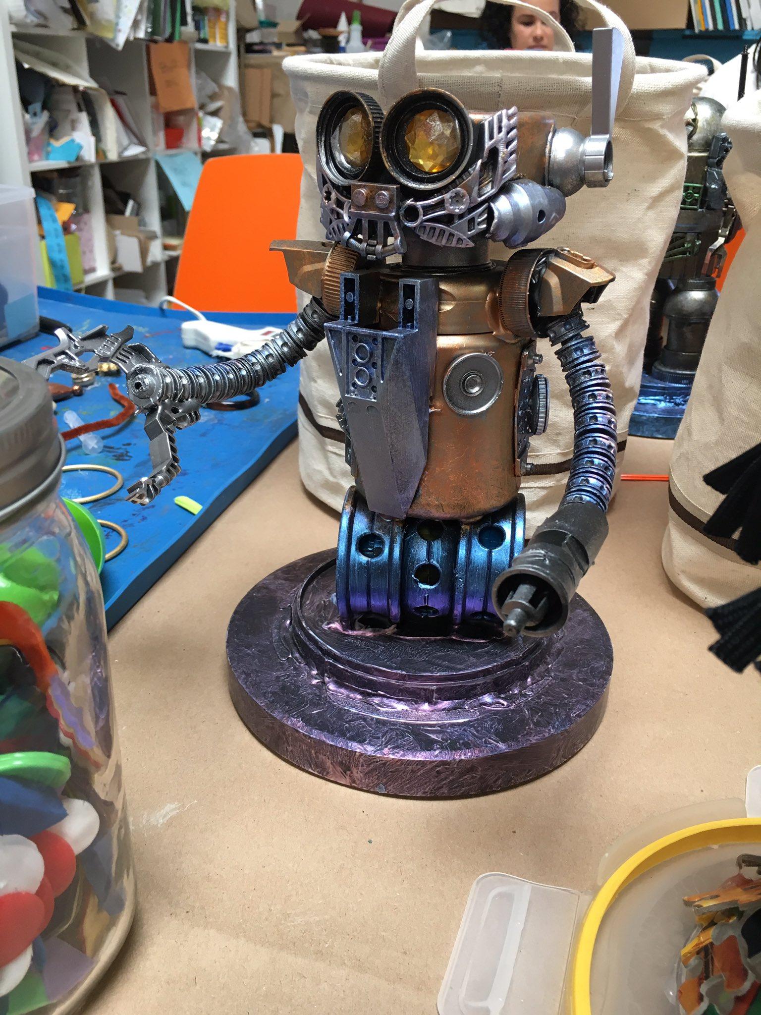 Getting creative today! #SCervice #robotbuilding https://t.co/kNUbfQnV61
