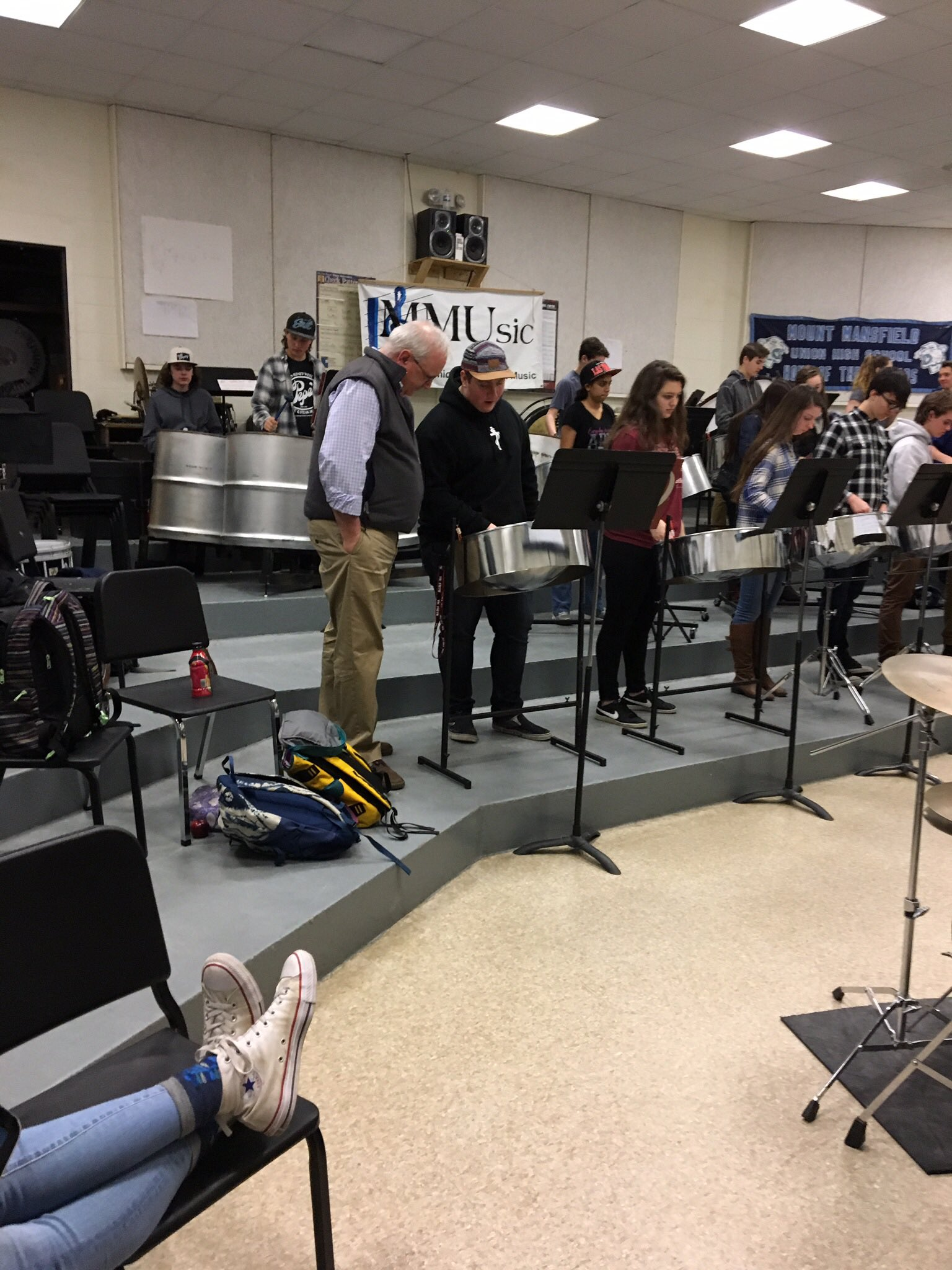 "Mr. Weston our principal getting a ""tutorial"" about a steel pan drum in the MMUsic residency~#Island Time Steel Drums #MIOSM #NAfME https://t.co/LmqJ56GDX6"
