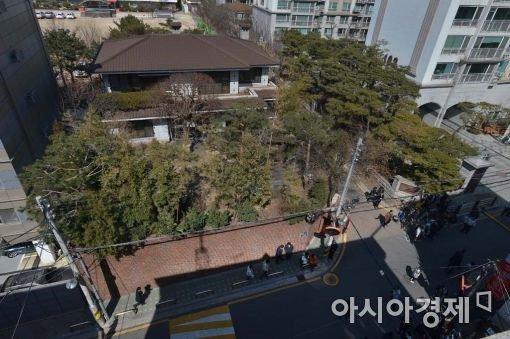 서울시 삼성동 한가운데에 이런집을 가진년을 집한채없이 사는 노인들이 불쌍하다고 한다....? https://t.co/q493TBZG2v