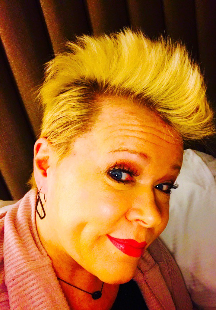 Holly Rowe On Twitter Woke Up With This Hair I Guess We Are Now Entering The Mohawk Phase Good Heavens Cancerproblems