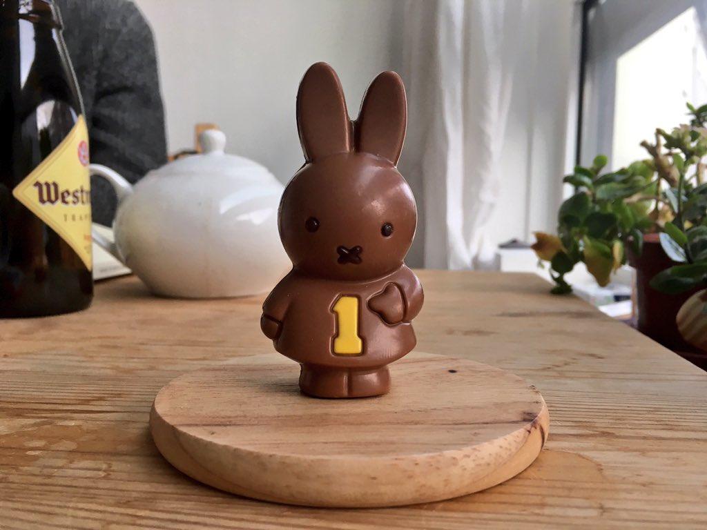 うさこちゃんのチョコレート、可愛いから食べるのがもったいなくて飾っておいたのだけど、帰ってきたらこうなってた…。今日は良い天気でした。