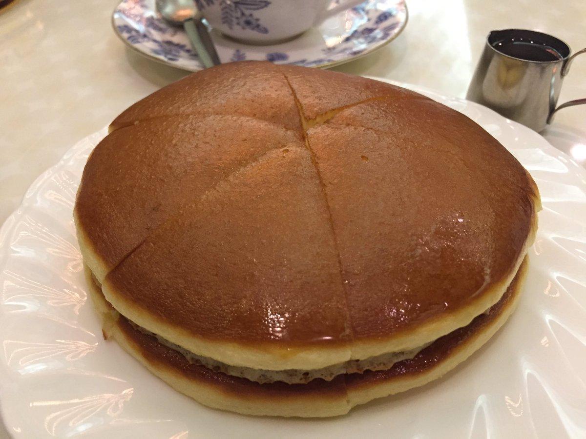 ドラえもんも勘違いwどら焼き型ホットケーキに魅せられるwww
