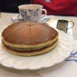 ドラえもんも勘違いwどら焼き型ホットケーキに魅せられる!