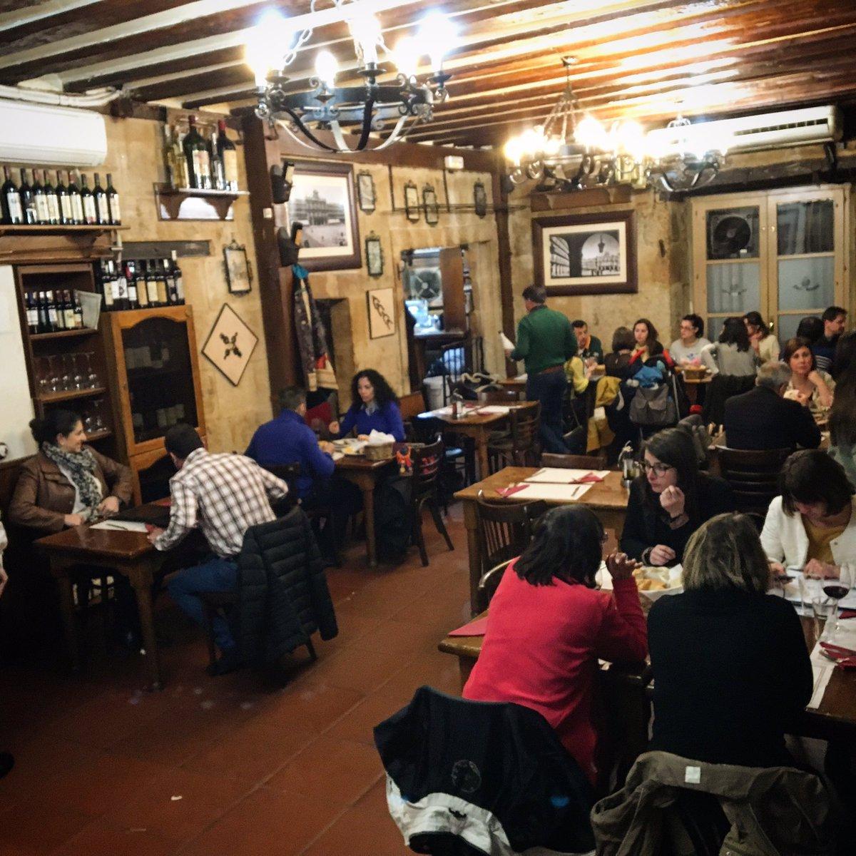¿Comemos juntos? Cuatro primeros y cuatro segundos a elegir, con postre y bebida por 14,90€ en la #PlazaMayor de #Salamanca. #comerbien<br>http://pic.twitter.com/kAFULagiar