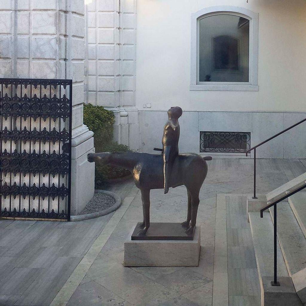 #marinomarini #theangelofthecity #peggyguggenheimcollection #venice #bronze #sculpture #kn… https://t.co/lDBX8rHSEw