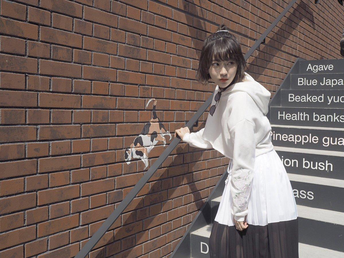 先日行った横浜のオシャレなショッピングモール😚 ポカポカ陽気で、春らしい天気だったなぁ😊💓  壁に、…