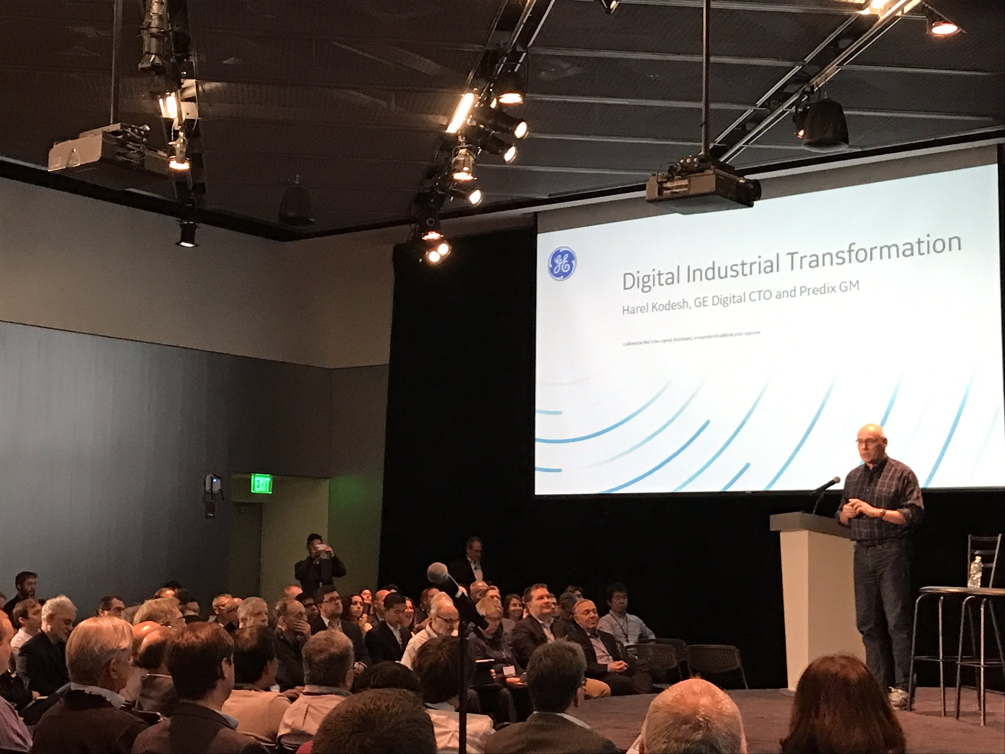 @harelk from @GE_Digital talks about #digitaltransformation to a packed house at @medialab for #connectedthings2017 @cantinac https://t.co/ZRuehWtaPR