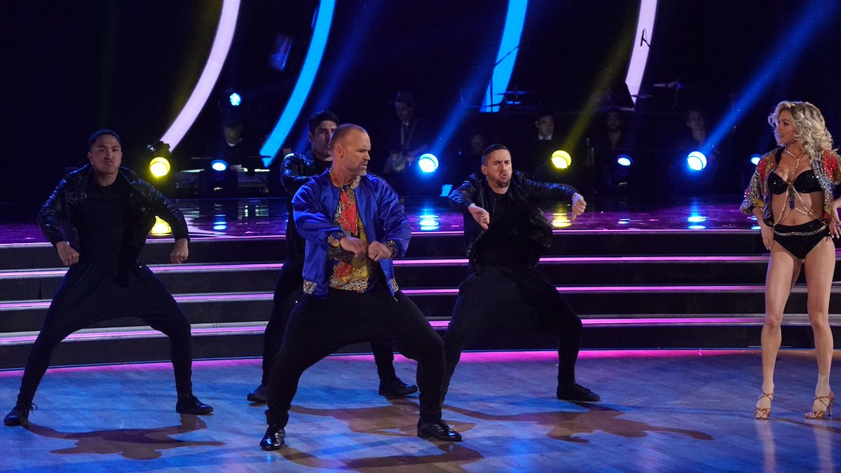 .@D_Ross3 channeled Young MC for his second, Zubaz-filled @DancingABC...