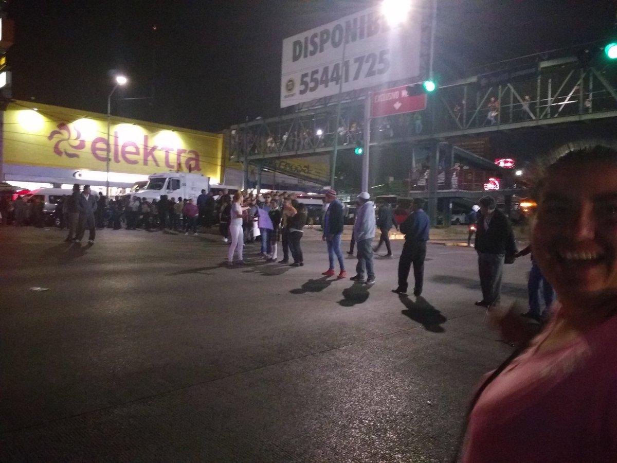 Manifestacion en Guadalupe Victoria justo frente al Elektra por falta de agua #lopezportillo #viajoselopezportillo #manifestacion #coacalco<br>http://pic.twitter.com/n6ET5cyGeq