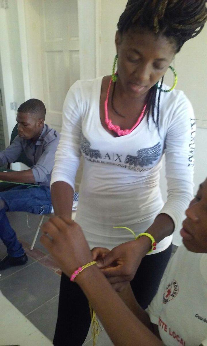 Travaux pratiques du 23 au 27 Mars sur les activités d&#39;art poterie-peinture avec 200 jeunes de la @KwawoujJenes #Jacmel #Gonaives<br>http://pic.twitter.com/fcO8gvWaci