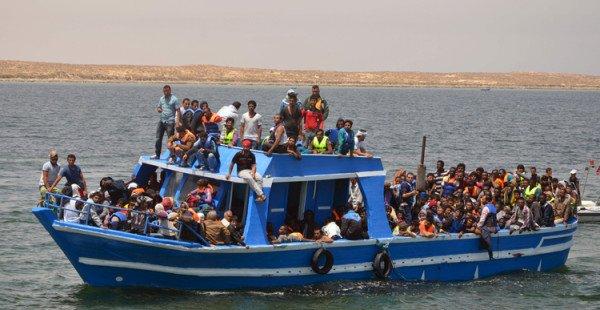 Tunisie : plus de la moitié des jeunes souhaiteraient émigrer  http:// geopolis.francetvinfo.fr/tunisie-la-dem ocratie-en-marche/2017/03/27/tunisie-portrait-des-jeunes-candidats-a-lemigration.html &nbsp; …  @GeopolisFTV #a <br>http://pic.twitter.com/xwvD6oL2R7