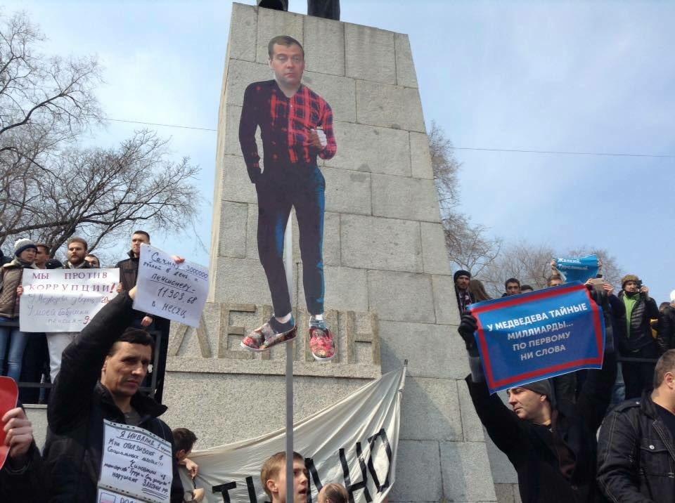"""""""Экстремистов"""" оказалось много: Граждане против коррупции на улицах Петербурга, Владивостока, Новосибирска и других городов"""