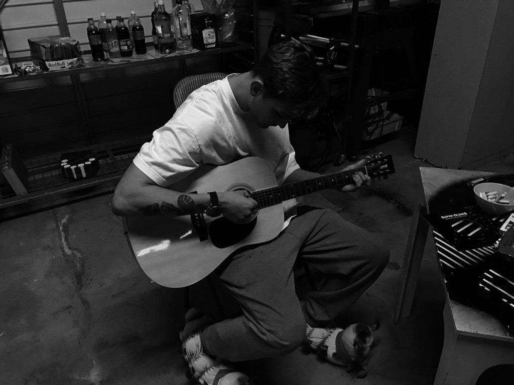 Learning my first song on the guitar, Fast Car by Tracy Chapman, easy...