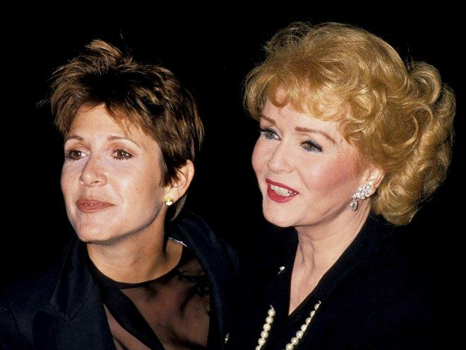 Fans Pay Tribute to Carrie Fisher and #Debbie #Reynolds at #Heartfelt Public Memorial in Los Angeles  http:// bit.ly/2nALAKh  &nbsp;  <br>http://pic.twitter.com/7Oi1I0LvMX