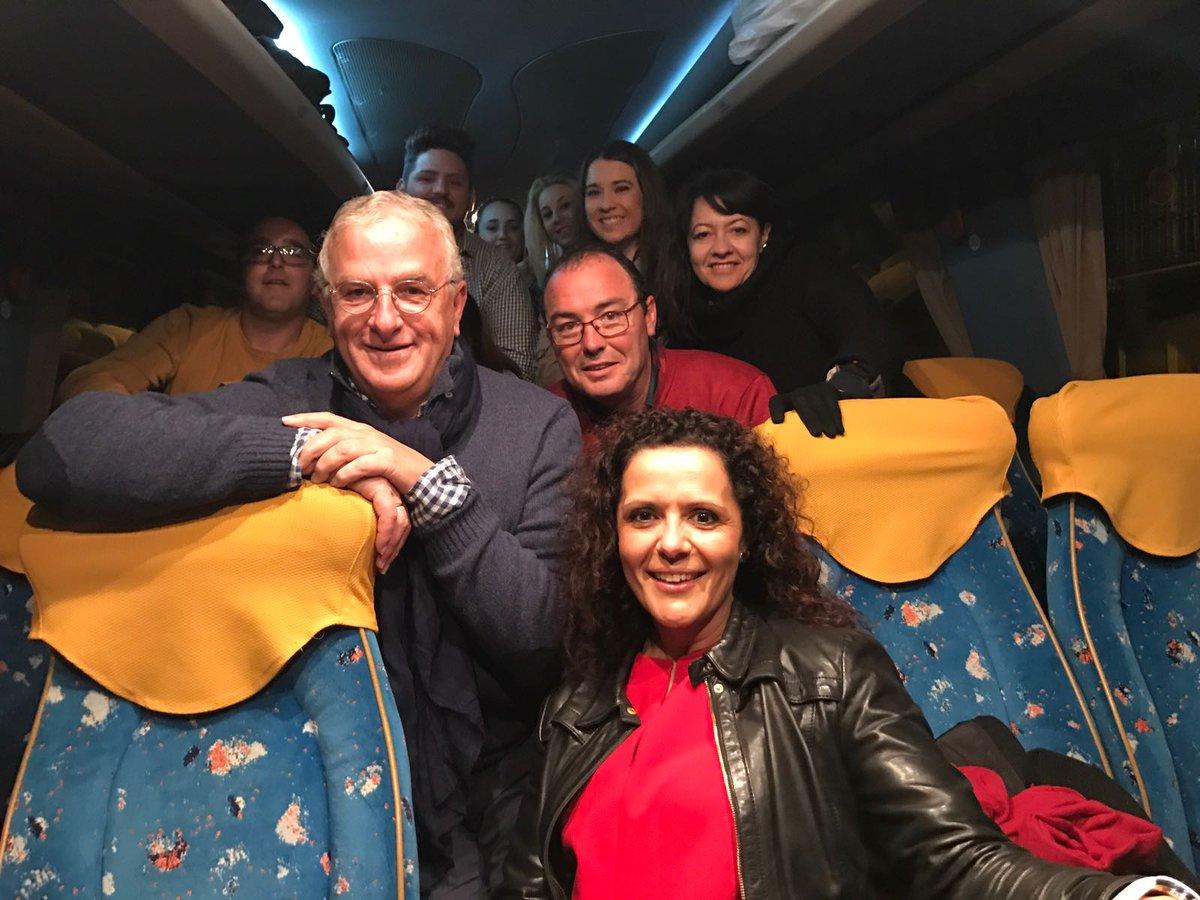 Desde bien temprano desde todos los rincones de #SevillaHoy camino de Madrid. Se respira #ilusión socialista con @susanadiaz #100Por100PSOE<br>http://pic.twitter.com/IkOhJEsqJO