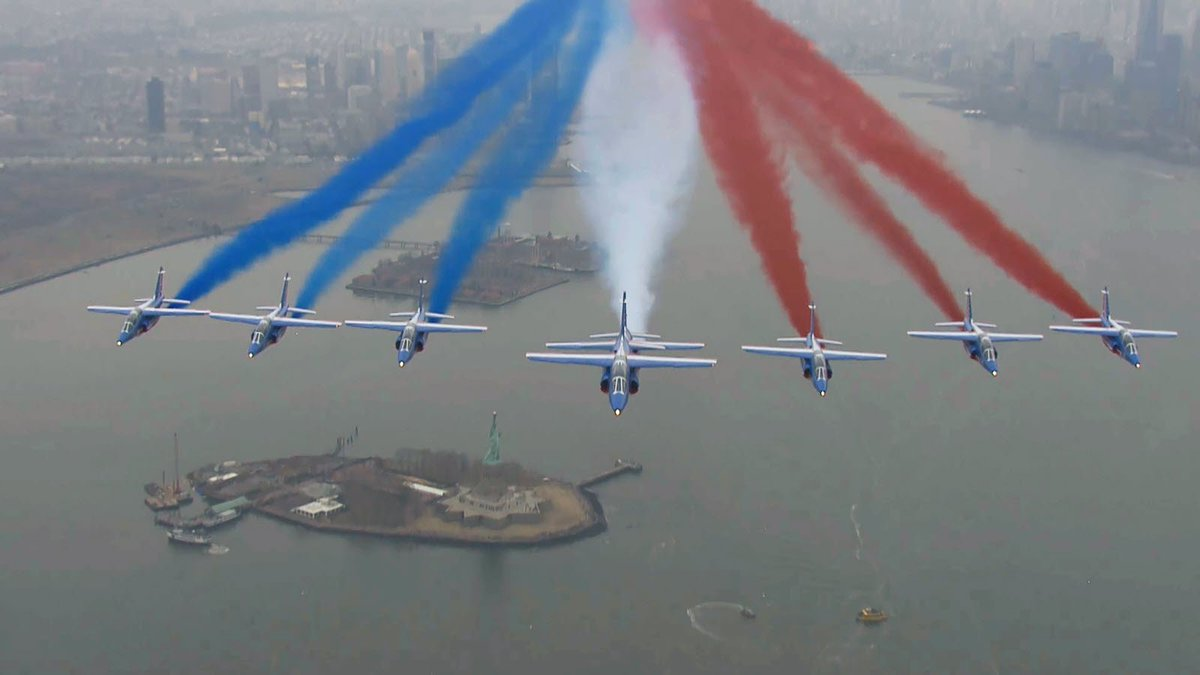 [DIAPORAMA] #USA La parade de la Patrouille de France au-dessus de Manhattan en images  http://www. lalsace.fr/actualite/2017 /03/26/la-patrouille-de-france-parade-a-manhattan &nbsp; … <br>http://pic.twitter.com/mrmGKsbZRr