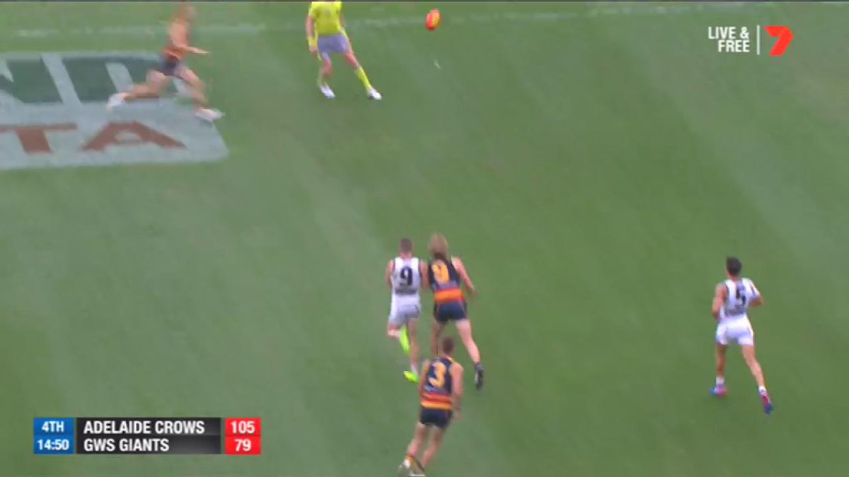 The old one-two play works well for Eddie Betts! #AFLCrowsGiants https...