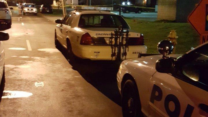États-Unis : fusillade meurtrière dans une boîte de nuit de Cincinnati, dans l&#39;Ohio    http:// f24.my/2oj4um1  &nbsp;   #USA <br>http://pic.twitter.com/OcIYaXFrQp