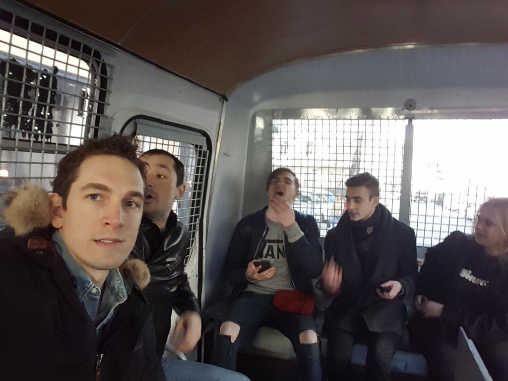 В Москве во время протестов задержали журналиста Guardian