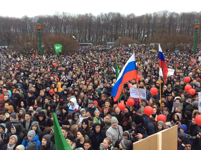 Масштабные митинги по всей России, катастрофа украинского вертолета