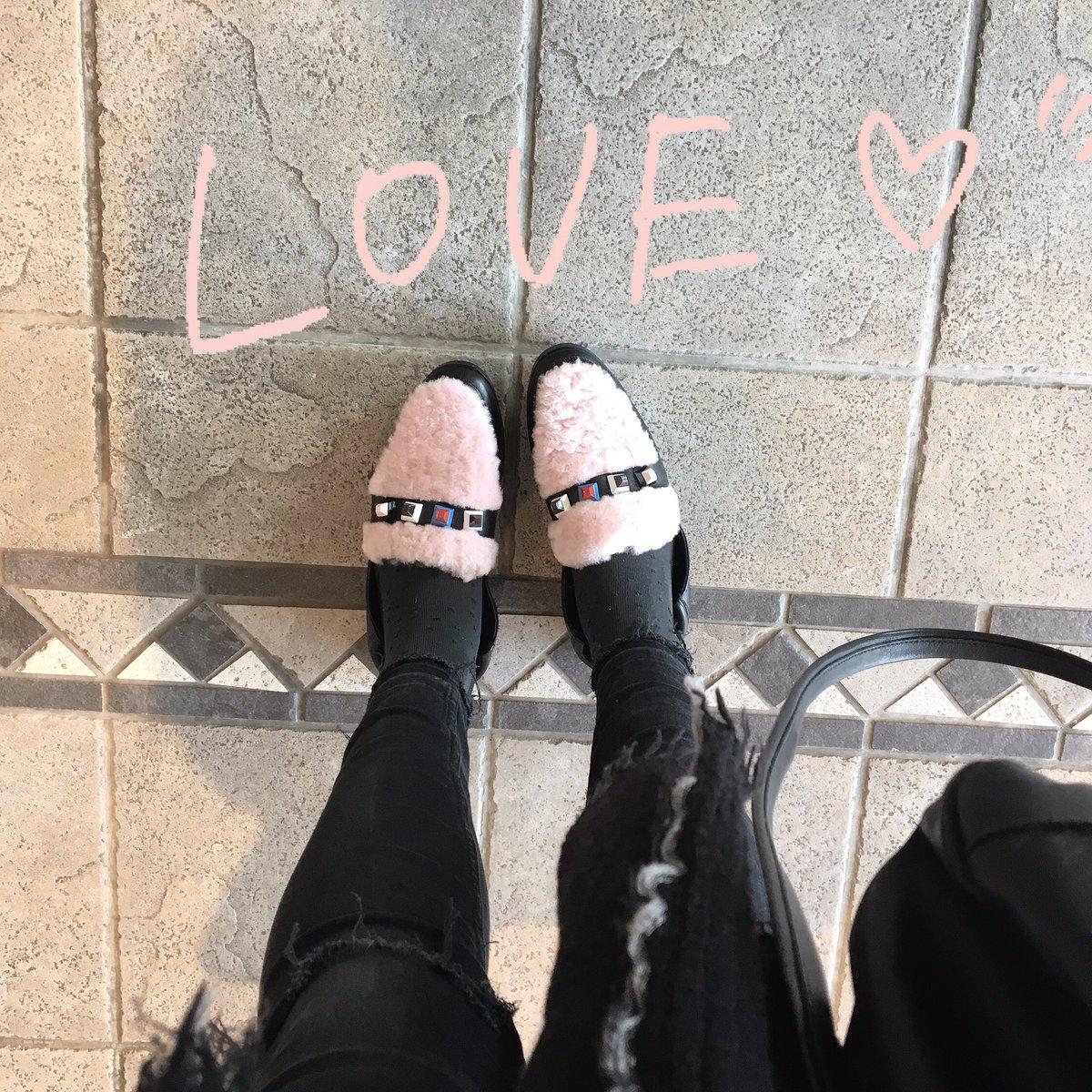 Nouvelle petites chaussures d&#39;amour   #Shopping #Fbloggers #Fendi <br>http://pic.twitter.com/JSzR2ek0EF