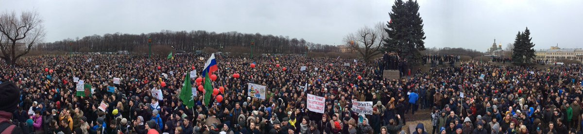 Up to 10,000 joined anti-#corruption #protest in #StPetersburg, #Russia today as part of nationwide protest action  #RussiaProtests<br>http://pic.twitter.com/Q3zHJ4YxJg