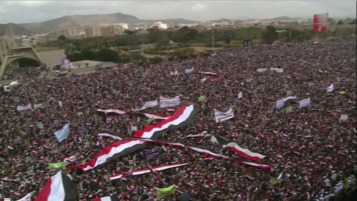 #VIDEO Des milliers de #manifestants à #Sanaa protestent contre l'intervention dirigée par l'Arabie saoudite  https:// francais.rt.com/international/ 35833-manifestation-geante-sanaa-slogan-resistance-a-agression &nbsp; … <br>http://pic.twitter.com/8vcAhRSb6u