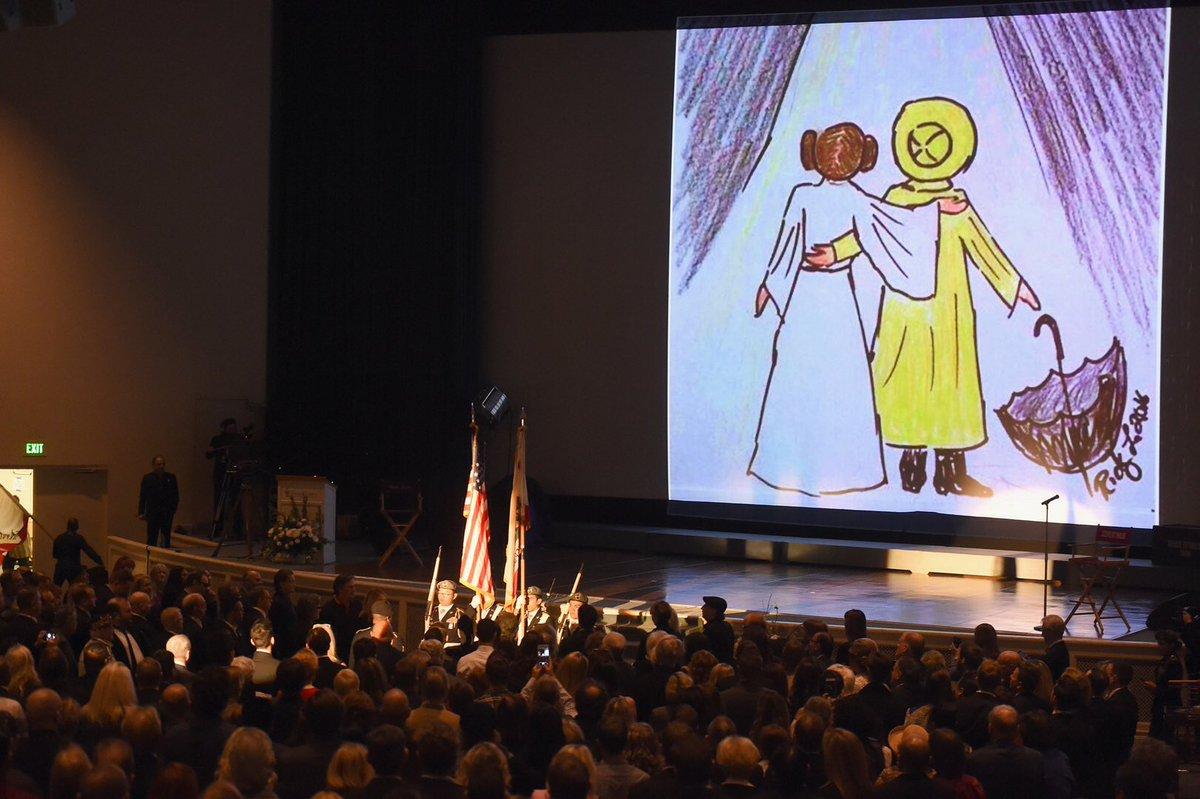 Los Angeles rend hommage à #CarrieFisher et #DebbieReynolds  http://www. rtl.fr/culture/medias -people/diaporama-los-angeles-rend-hommage-a-carrie-fisher-et-debbie-reynolds-7787825684 &nbsp; … <br>http://pic.twitter.com/HL7z0o6DCi