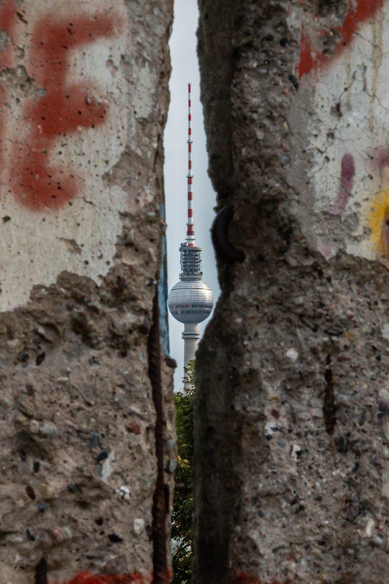 Berlin, Berlin, dein Herz kennt keine Mauern. #FreiheitBerlin https://t.co/IaDCabp6Bx