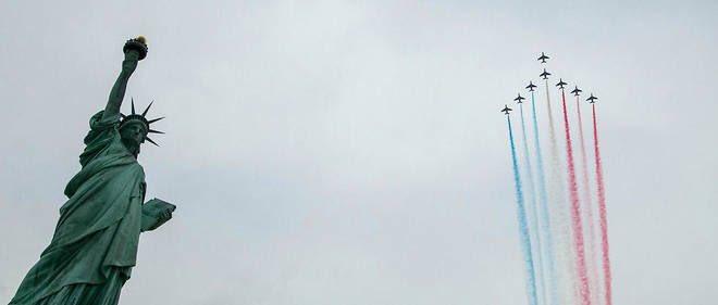 #vidéo La Patrouille de France survole New York, une première depuis31ans !  http:// bit.ly/2o4pbTm  &nbsp;   v/ @LePoint @PAFofficiel<br>http://pic.twitter.com/NyUdZVJaRQ
