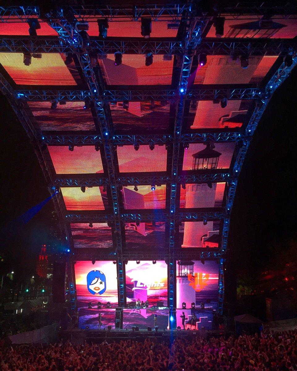 Amazing show with @LaidbackLuke tonight @Ultra in #Miami! #LaidbackLuke #BrightLights #Ultra2017  #VAworldwide<br>http://pic.twitter.com/DNikhdZ48I