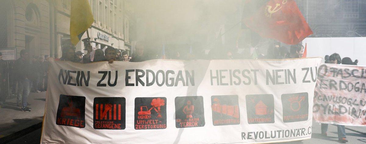#manif anti #Erdogan #Berne #Suisse + facile de protester contre cette future dictature à l&#39;étranger qu&#39;en #Turkey un comble..?? <br>http://pic.twitter.com/WlgBo76MgI