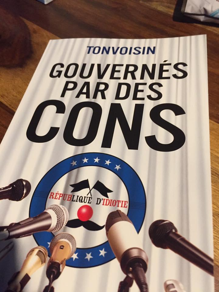 Gouvernés par des cons - Tonvoisin aux @ed_Pygmalion sur  http:// Fnac.com  &nbsp;   #fnac  http:// livre.fnac.com/a10298031/Tonv oisin-Gouvernes-par-des-cons &nbsp; …  #SalonDuLivre #Paris<br>http://pic.twitter.com/55JS5vAfIc