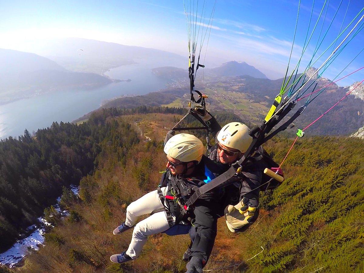 ça va être très bon aujourd&#39;hui en #parapente  à #annecy #paragliding #savoiemontblanc<br>http://pic.twitter.com/pblD3TfFD2
