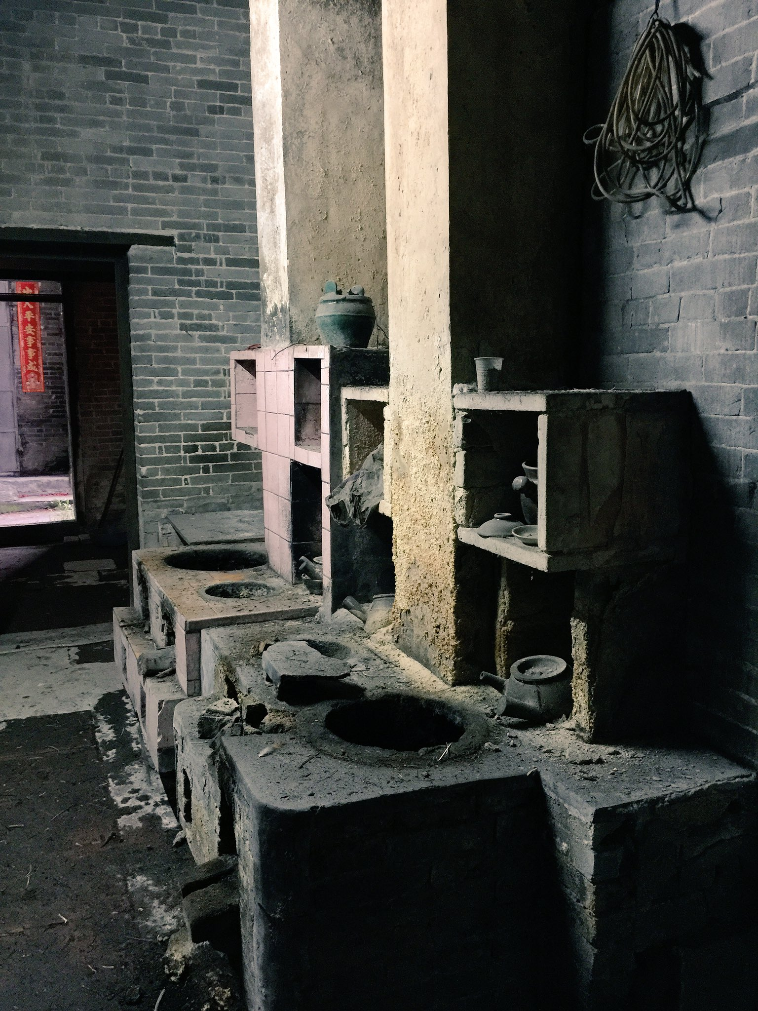 Kitchen in Longtian village, Lechong, Kaiping. #cahht2017 https://t.co/Jx5i3nZdkM