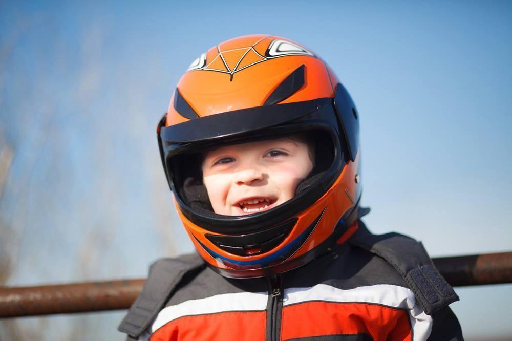 Картинки мальчик в шлеме